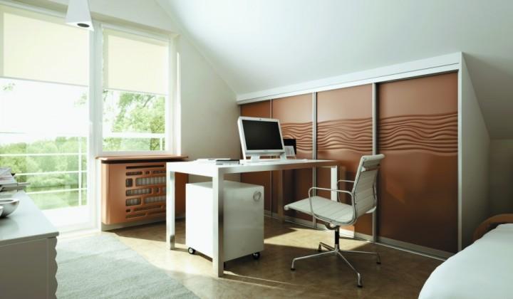 Domácí pracovna s atypickým nábytkem na míru