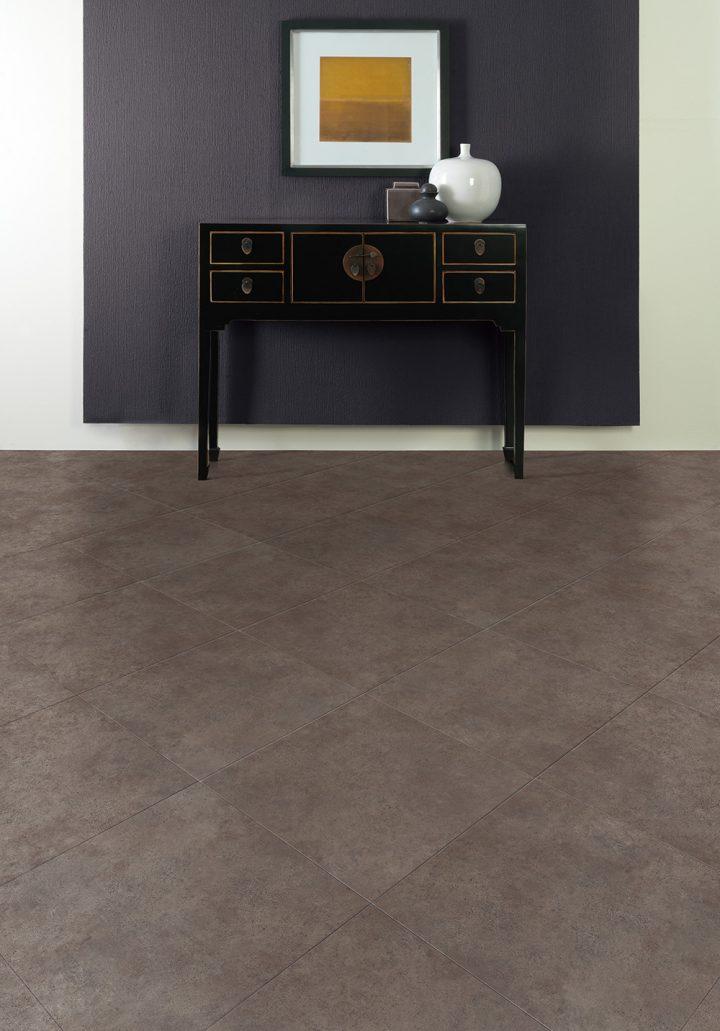 Neutrální vinylová podlaha Ceramic Sable v interiéru