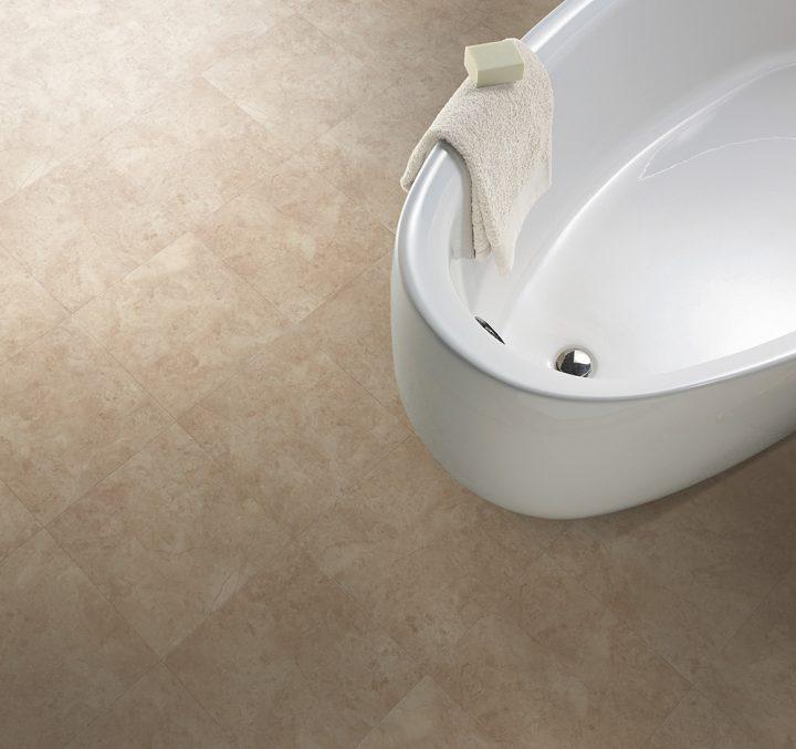 Vinylová podlaha Bottocino Cream se skvěle hodí do koupelny