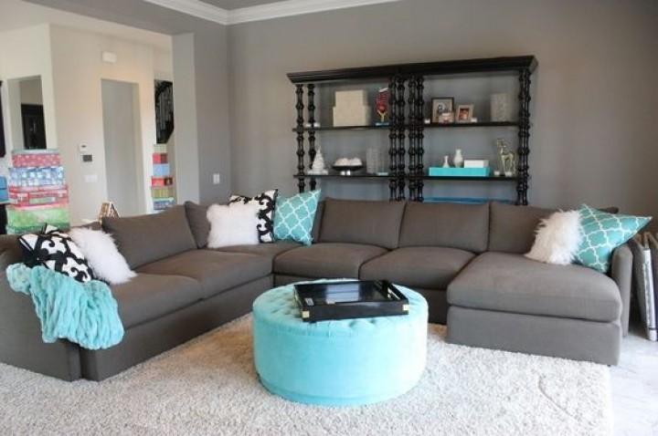 Tyrkysové odstíny v obývacím pokoji
