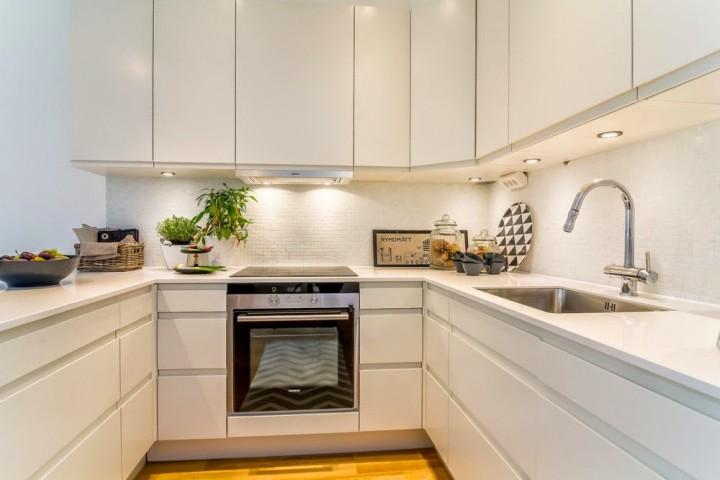 Jednoduchá kuchyň s domácím kouzlem
