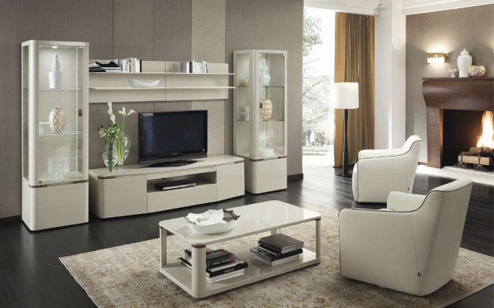 Luxusní obývací pokoj s krémovým nábytkem