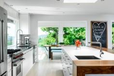 Prostorná světlá kuchyně