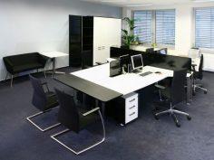 Elegantní kancelář v nadčasových barvách