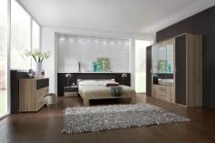 Bílo-hnědá ložnice s přírodní obývací stěnou