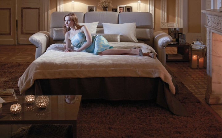 Multifunkční pohovka v obývacím pokoji