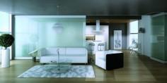 Obývací pokoj s bílým nábytkem a skleněnou stěnou