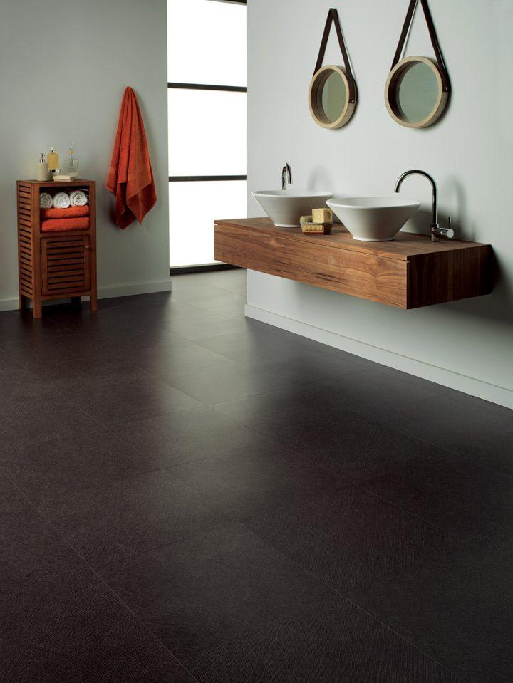 Elegantní koupelna s podlahou Monsoon Kohl