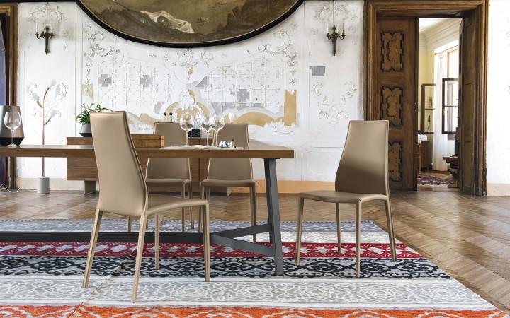Elegantní jídelna s židlemi Aida Plus