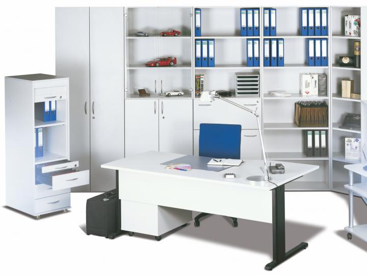 Moderní kancelář v bílé barvě
