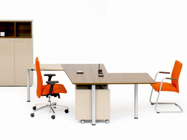 Praktická kancelář s nábytkem Grand