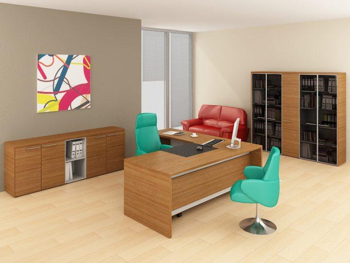 Moderní kancelář s barvami