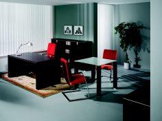 Kancelář v červeno-černých barvách