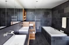 Koupelna v tmavých barvách
