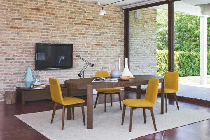 Čalouněná dřevěná židle Sami