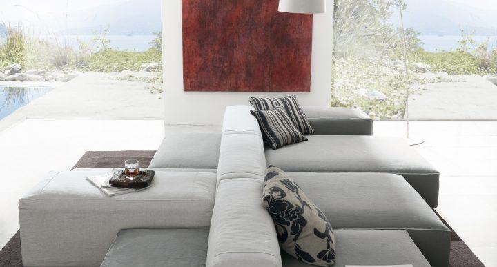 Originální sedací souprava v obývacím pokoji
