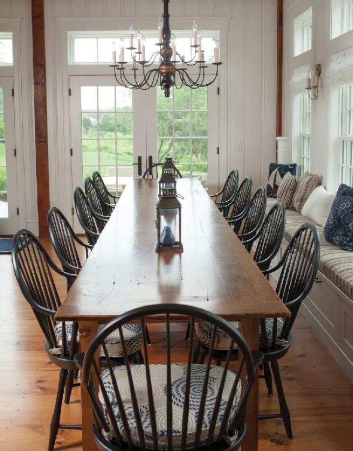 Velký jídelní stůl pro velkou rodinu