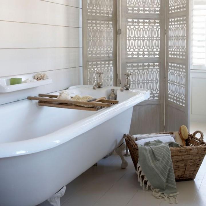 Jednoduchá koupelna v interiéru