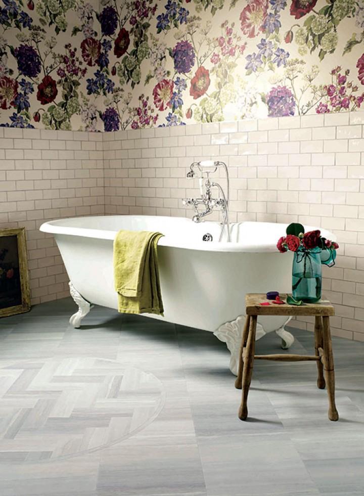Květinové vzory v koupelně