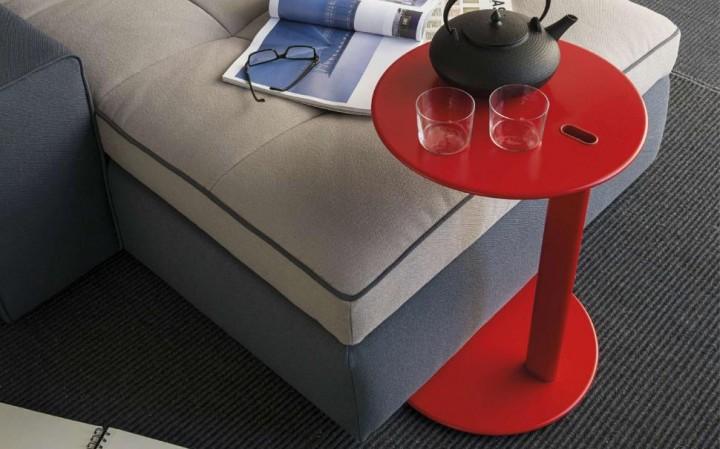 Červený malý originální stolek