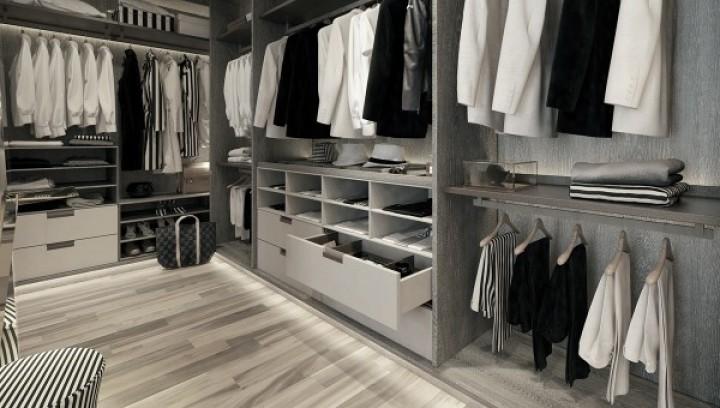 Jednoduchá a luxusní šatní skříň