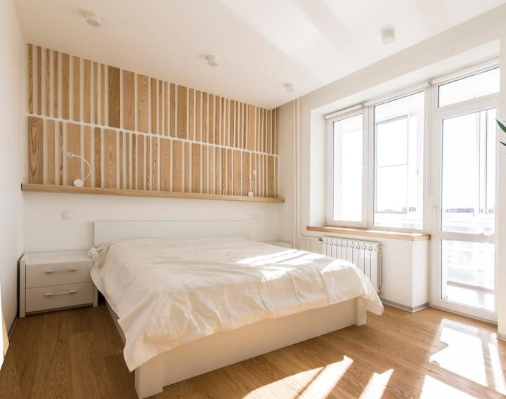 Světlá ložnice s přírodními prvky
