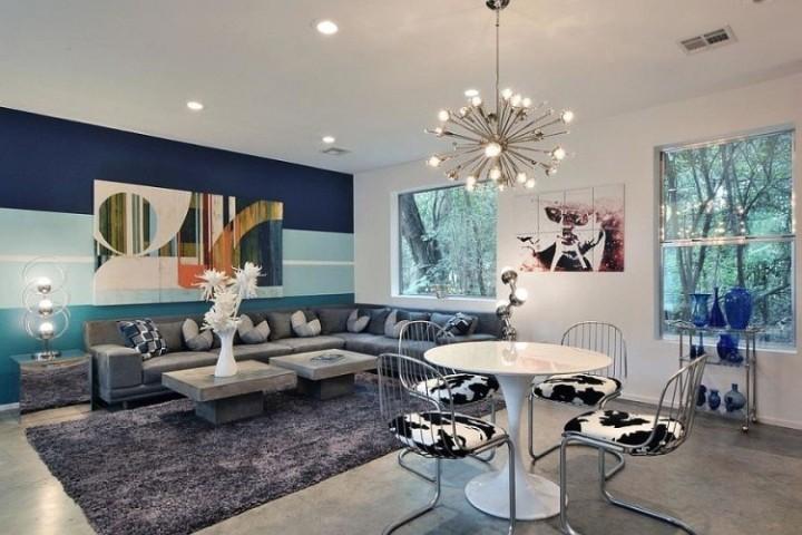 Obývací pokoj s pruhy na zdech