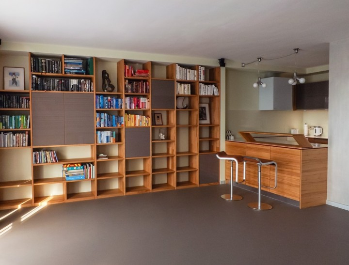 Knihovna s barem