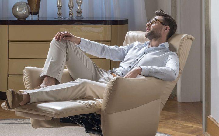 Krémové relaxační křeslo Vivace