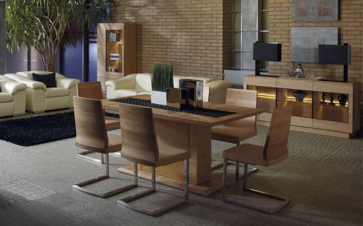 Jídelní stůl v dřevěném provedení
