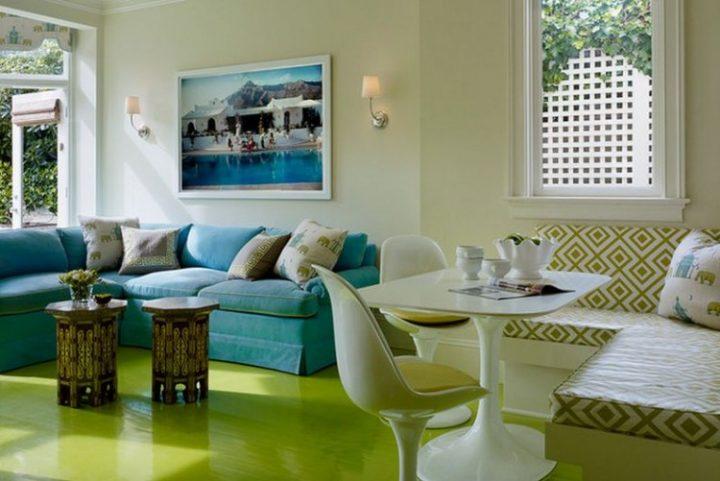 Obývací pokoj v zelené a modré barvě