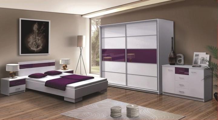 Lesklá ložnice v bílofialové kombinaci