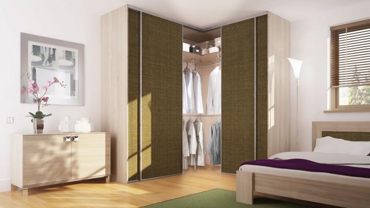 Ložnice s rohovou skříní s vestavěnými dveřmi