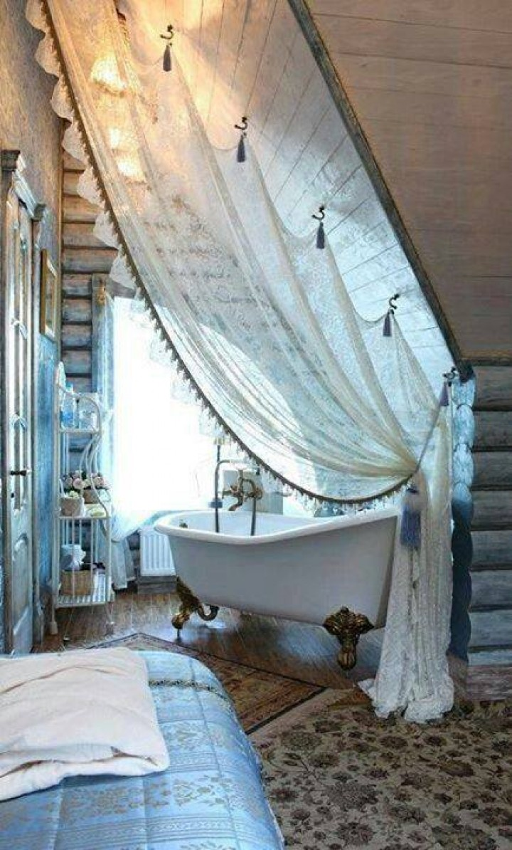Romantická koupelna v interiéru