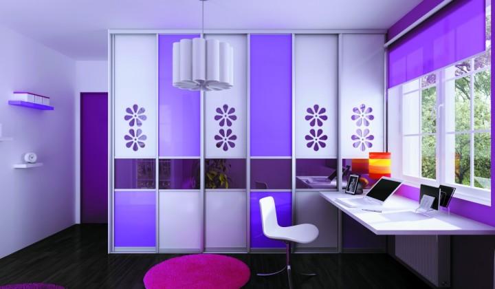 Studentský pokoj ve fialové barvě