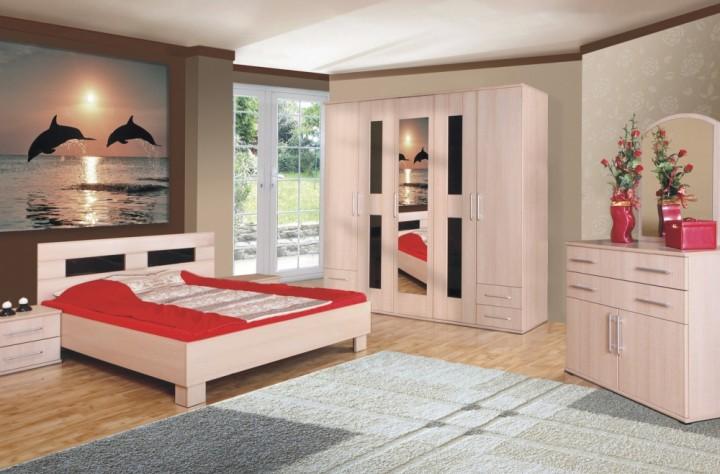 Sestava postele, komody a skříně ve světlé barvě