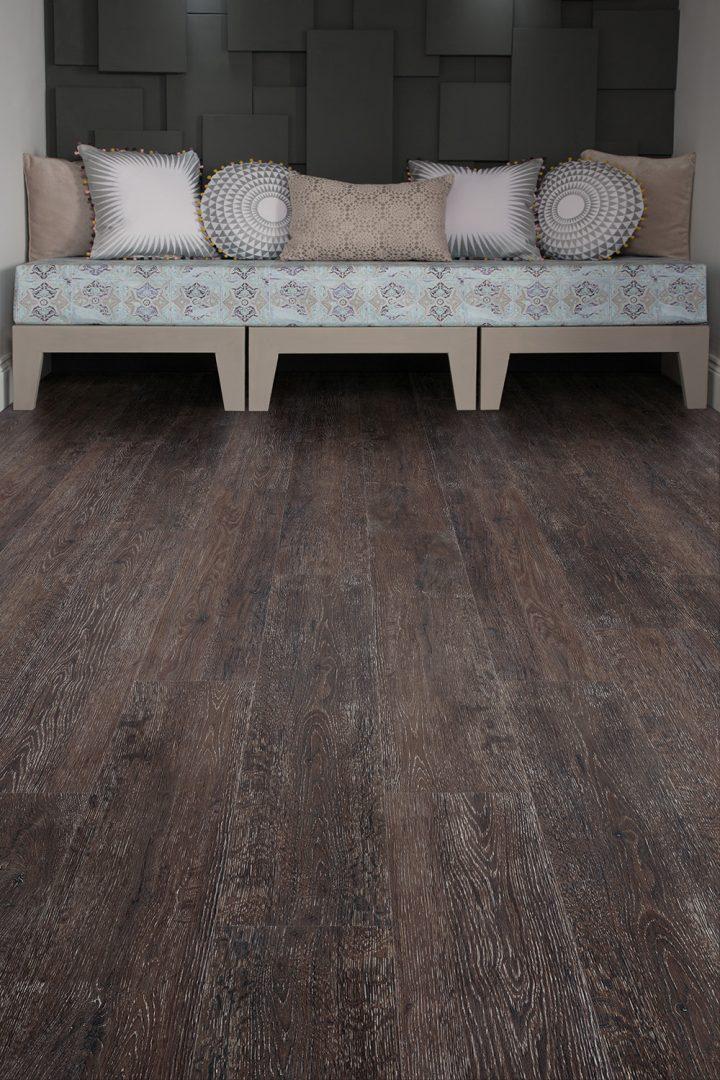 Tmavá podlaha Admiral Oak v obývacím pokoji