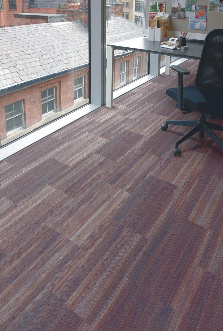 Moderní home office s vinylovou podlahou Mirus Henna