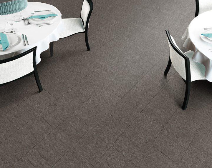 Sift Stone Clay – neutrální podlaha pro váš interiér