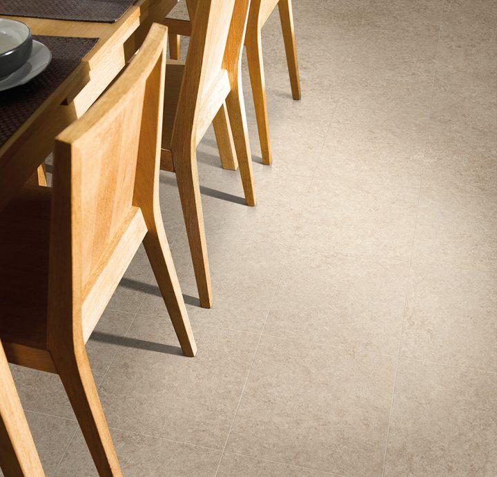 Neutrální podlaha Dry Stone Alba ve vaší jídelně
