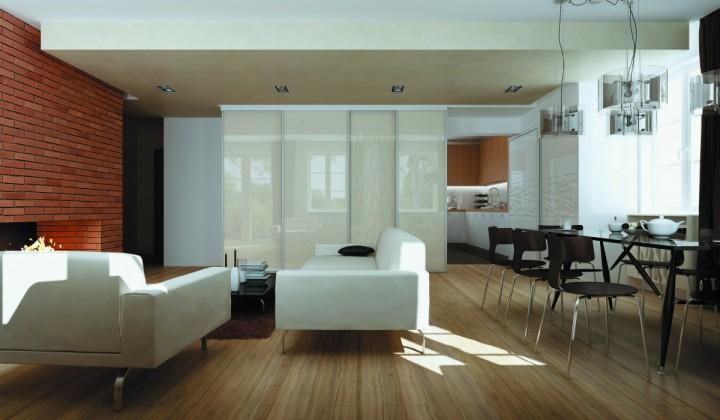 Prostorný obývací pokoj s posuvnými dveřmi