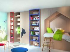 Dětský pokoj s knihovnou a atypickým spaním