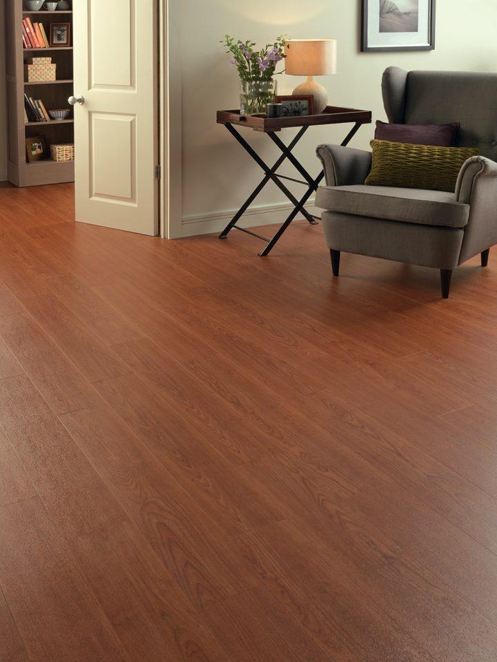 Vinylová podlaha Deep Cherry pro moderní obývací pokoj