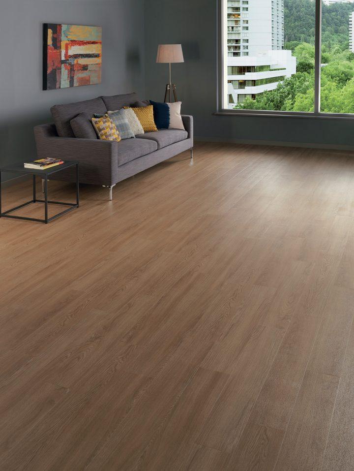 Obývací pokoj v příjemné atmosféře s podlahou Natural Oak