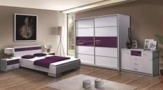 Bílá lesklá ložnice s fialovými prvky