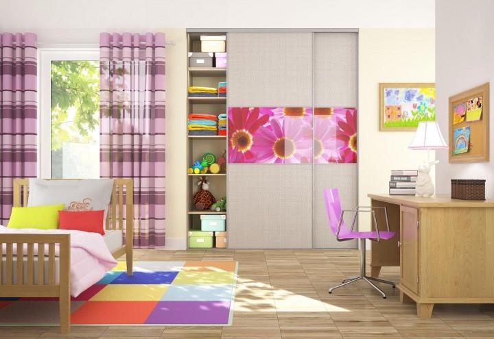 Dětský pokoj v růžové barvě skříně