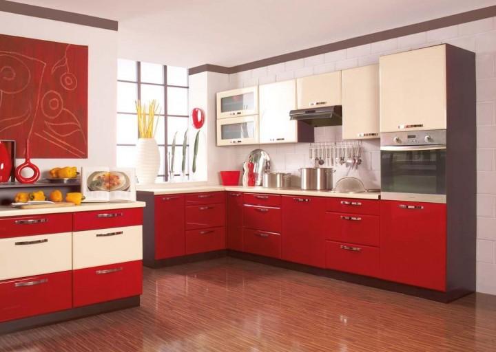 Lesklá kuchyňská linka v červené barvě