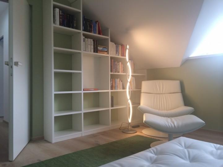 Útulná knihovna ve Vaší ložnici