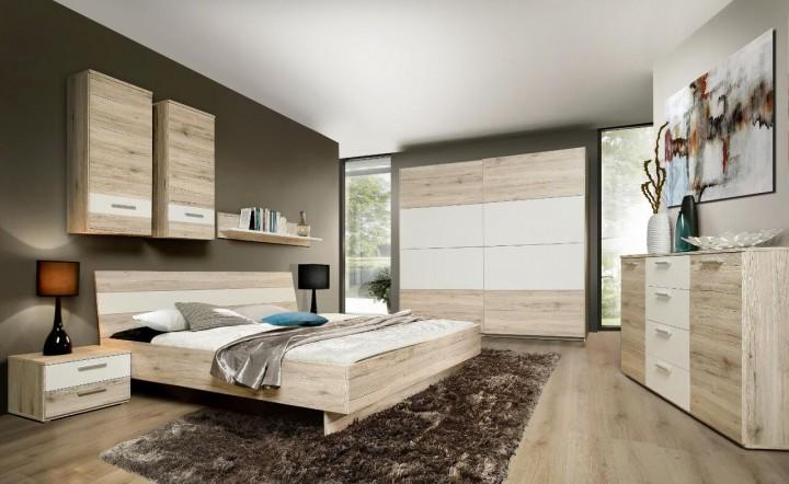 Ložnice v kombinaci světlého dřeva a bílé barvy