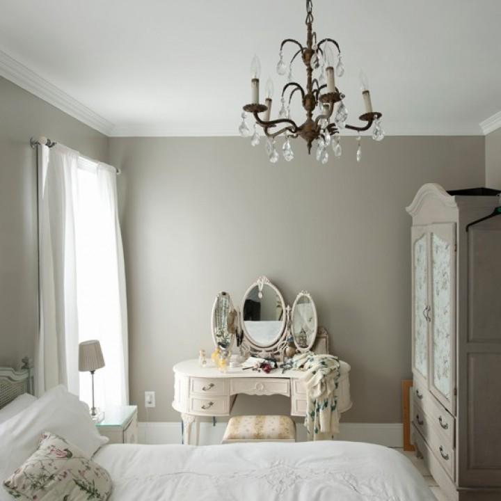 Moderní ložnice v bílé barvě